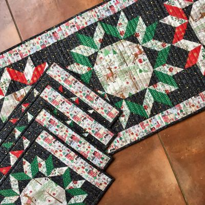 Makower Silent Night Table Runner and Placements Free project Download. Designed by Lynne Goldsworthy 2