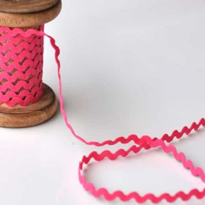 8mm Ric Rac Trim Cerise
