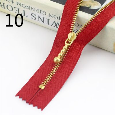Metal Tooth Zip With Brass Teeth - Number 3 Weight - 20cm - Red