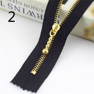 Metal Tooth Zip With Brass Teeth - Number 3 Weight - 20cm - Black
