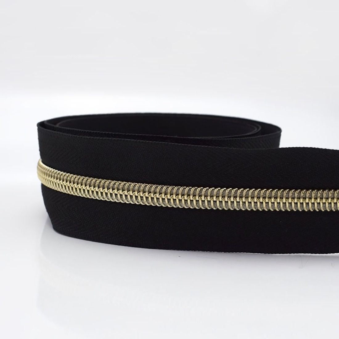 Remnant -Metal Look Continuous Nylon Zip #5 Weight - Light Gold - NoPull - 61cm LENGTH